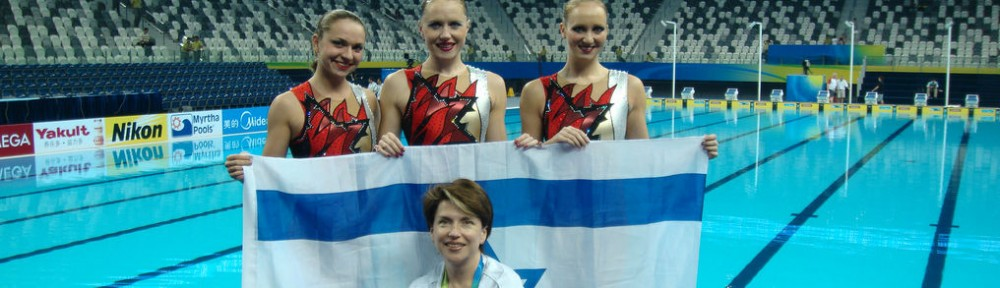 From left, Israeli synchronized swimmers Evgenia Tetelbaum (alternate), Anastasia Gloushkov and Inna Yoffe, with coach Tatiana Tsym, at the 14th FINA World Championships in Shanghai, July 2011.