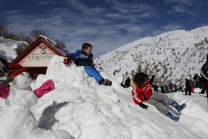 Children and snow on Mount Hermon: perfect together. Photo by Yaakov Naumi/FLASH90