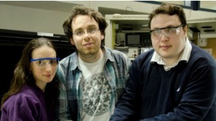Grad students Elad Mentovich, Netta Hendler and Bogdan Belgorodsky with their invention. Photo courtesy of Tel Aviv University