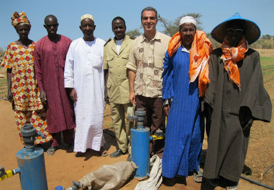 Senegalese farmers learning how to install the Tipa irrigation kit.