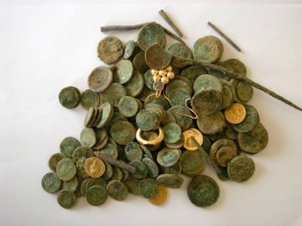 The hoard: photograph – Sharon Gal, courtesy of the Israel Antiquities Authority.