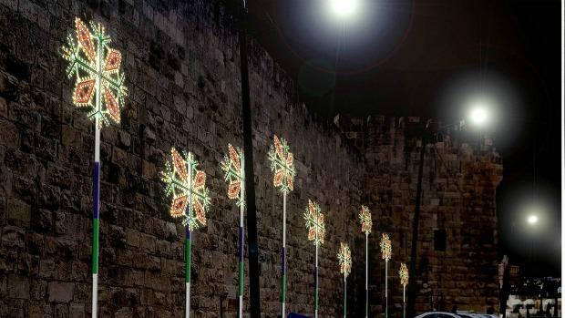Rosoni de Cagna's street lights.