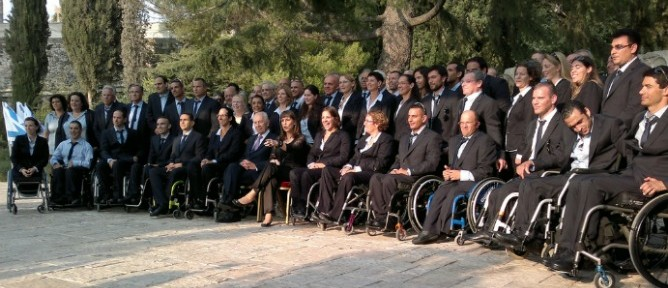 The Paralympic delegation with President Shimon Peres and Culture and Sports Minister Limor Livnat.