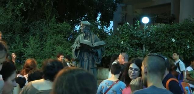 Live statue festival