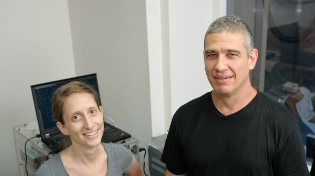 Anat Arzi and Prof. Noam Sobel taught new behaviors through the senses of hearing and smell. Photo courtesy of the Weizmann Institute