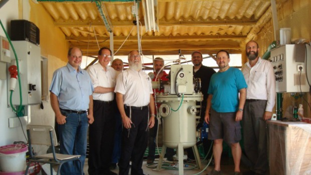 From left at the Benkatina test facility at Kibbutz Re'im are Leviathan Energy's Zeev Savion, Daniel Farb, Morris Gal, Kalman Kolman, Boris Grad, Joe van Zwaren, Moshe Rosenfel and Avner Farkash.From left at the Benkatina test facility at Kibbutz Re'im are Leviathan Energy's Zeev Savion, Daniel Farb, Morris Gal, Kalman Kolman, Boris Grad, Joe van Zwaren, Moshe Rosenfel and Avner Farkash.