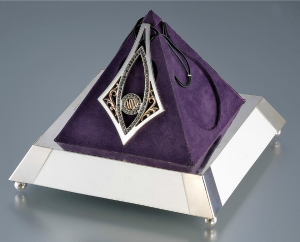 Merdinger designed this 72-diamond necklace for Madonna as a gift.