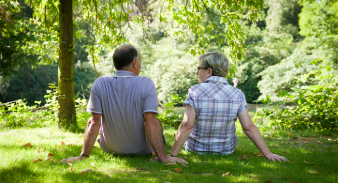 Visitors to the exhibition often choose pictures of happy elderly couples when they want to depict how they will look in 30 years. Photo by Shutterstock.com