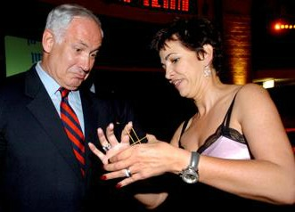 Pelled dazzling Prime Minister Binyamin Netanyahu with her rubber-band trick.