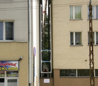 The gap between buildings where the house was constructed. Photo courtesy of Centrala.