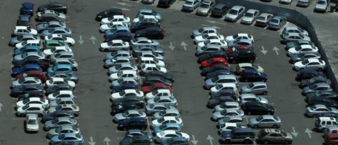 Snapshot of a Tel Aviv parking lot by Nati Shohat/Flash90.
