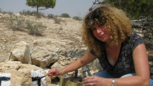 SPNI's Ronit Zeevi marking the RBST. Photo courtesy SPNI/Israel Trail Committee