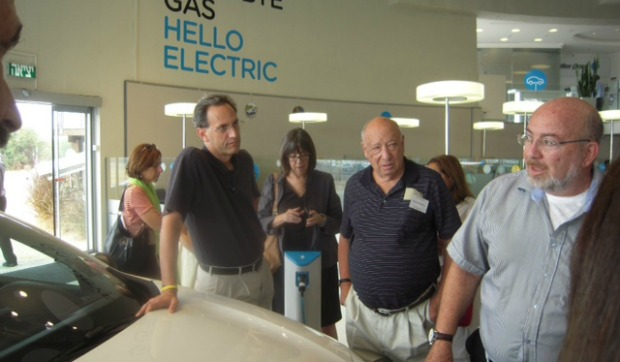 Keshet's Innovation, Imagination and Ingenuity tourists take a look at Better Place electric car network.