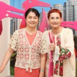 Dina Merhav with Madame Gao Yang Ping, the Chinese ambassador to Israel, with her Bird of Paradise exhibit in Tel Aviv.