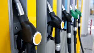 Waze users can direct New Jersey residents to gas stations not affected by Superstorm Sandy. (Shutterstock.com)
