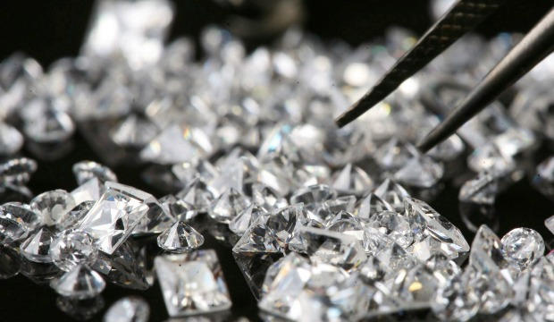 Up close with diamonds at the Diamond Bourse. Photo by Flash90.