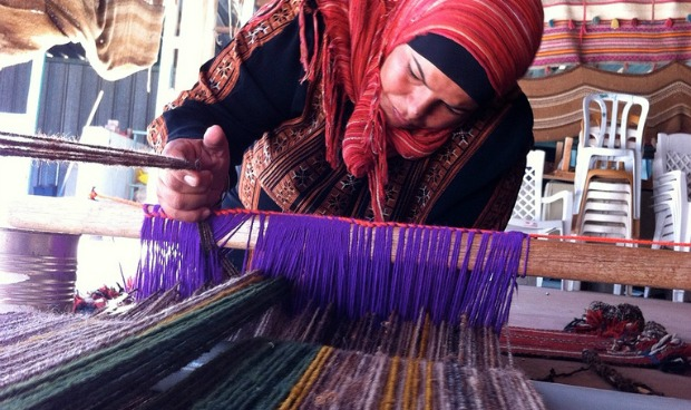 A woman weaving at Sidreh.