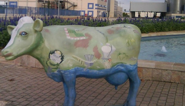 A cow welcomes visitors to Tnuva.
