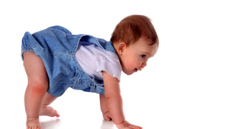 Babies who have started crawling wake up more often at night compared to the period before the crawling. (Shutterstock.com)