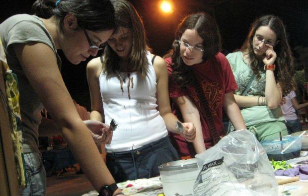 Participants in a batik workshop in Beersheva.