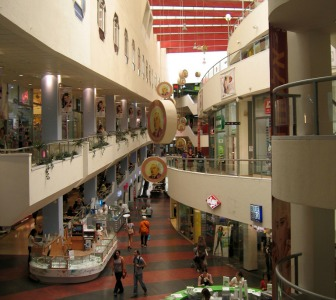 The Dizengoff Center straddles both sides of the street and is open daily. Photo courtesy of Wikimedia Commons