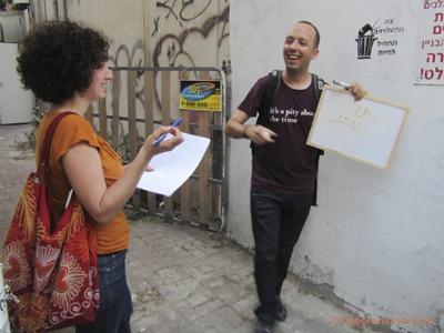 Guy Sharett explaining Israeli street art. Photo by Deborah Sinai