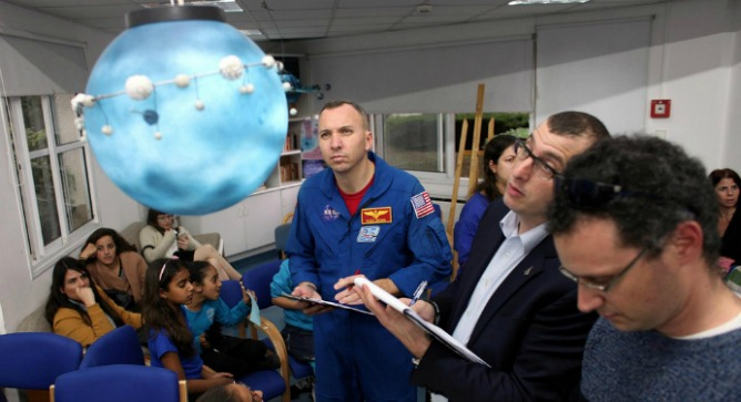 US astronaut Randy Bresnik judged a student exhibition while in Israel. Photo courtesy of Israel Space Agency.