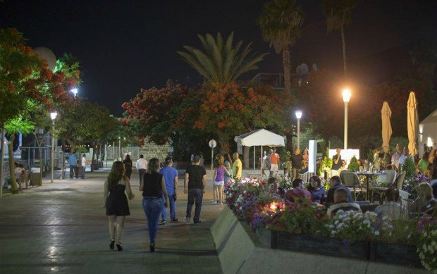 The Yigal Alon Harbor Promenade. Photo by Itamar Grinberg