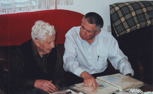 """A Yad Sarah """"Life Story"""" volunteer works with an elderly client to make a book for her family."""