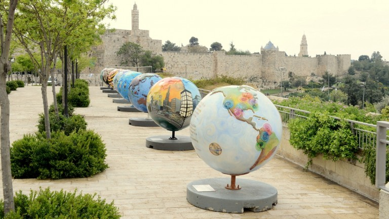 Cool Globes in Jerusalem: Each of the18 oversized Cool Globes artistically showcases a different solution to climate change – from solar power to rooftop gardens, green buildings to fuel efficiency.