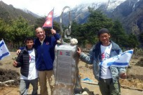 Jo Jo Ohayon  dedicates sculpture to Nepal friends at Mount Everest.