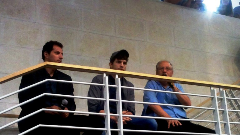 Guy Oseary, Ashton Kutcher and Yossi Vardi address GarageGeeks Israel. (Photo: David Brinn)
