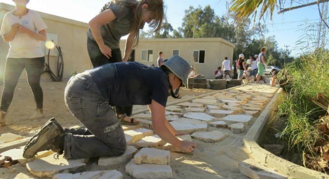 Building an Ayalim alumni village in Sde Boker.