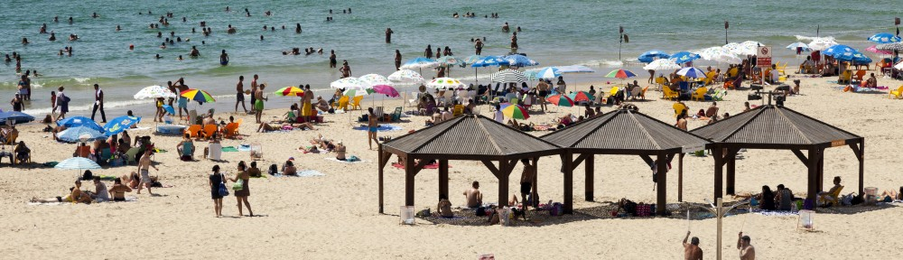 Cancer researchers say you can still go to the beach but urge safety measure against the sun's harmful rays. (Shutterstock)