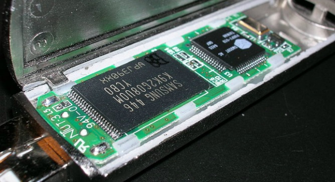 Technology licensed from Ramot provides the advanced error correcting and digital signal-processing controller inside flash memory chips. Photo courtesy of Wikimedia Commons