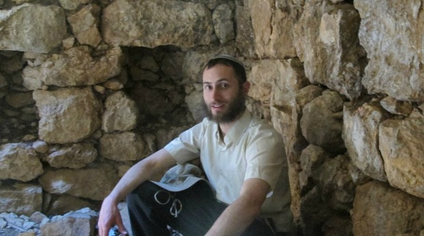 Yonatan Neril talking about the cave dwellings that Sataf communities inhabited in olden days. Photo by Rob Halle