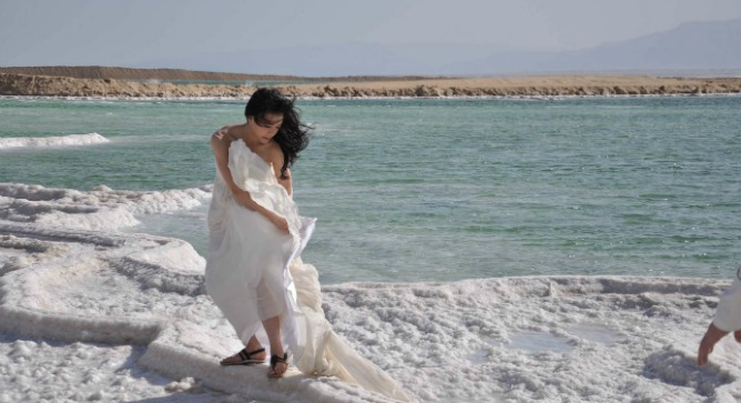 Chinese movie star, Zhang Jingchu, filming a campaign for De Beers diamond company at the Dead Sea. Photo by Natalie Ben Dara.