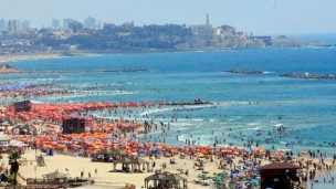 Tel Aviv beach in the summer. Photo by Flash90.