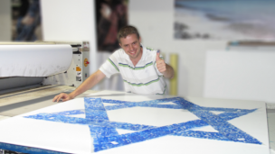 Javier Gelbwaser's thumbprint is one of thousands that make up the blue lines of this record-breaking Israeli flag.
