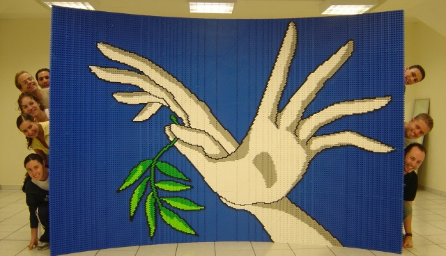 10,000 Jewish-Mexican children built this peace mural from 40,000 Mega blocks, representing the 40,000 Jews in Mexico.