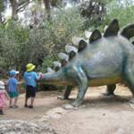 Dinosaur_in_yard_of_Nature_Museum,_Jerusalem_268x178
