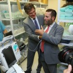 Dr. Shlomi Israelit, director of Rambam's emergency trauma department, shows Rabbi Shmuley Boteach and Dr. Mehmet Oz some of the hospital's scanning devices. (Pioter Fliter)