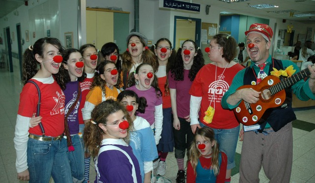 """Professor Sancho"" clowning for young patients at Emek Medical Center."