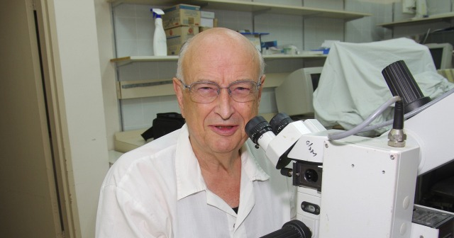 In his Ophthalmic Technologies Lab. Photo courtesy of Sheba Medical Center at Tel Hashomer.