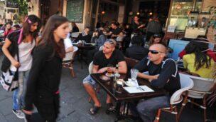 People watching on Tel Aviv's most famous street. Image via ChameleonsEye / Shutterstock.com.