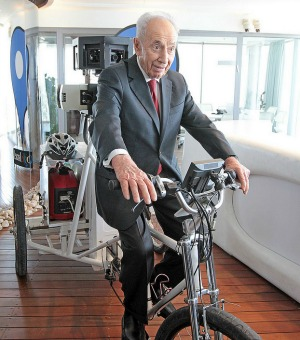 The president pedaling a Google bike. Photo by Niv Kantor