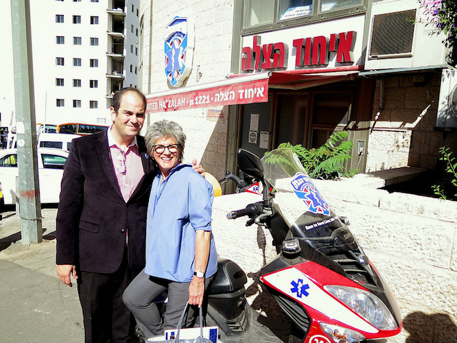 United Hatzalah of Israel founder Eli Beer with Journey to Israel tourist Cynthia Stroum.