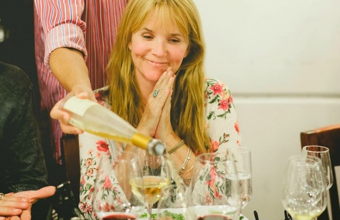 Lea Thompson gets VIP treatment at the Golan Heights Winery in Katzrin. They sampled the wines and were treated to a dinner soiree. (Photo: Golan Heights Winery & America's Voices)