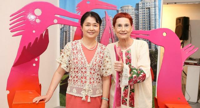 Dina Merhav at her Tel Aviv show with Chinese Ambassador Madame Gao Yang Ping.