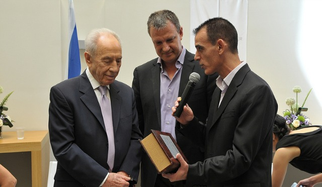 CyberArk Israel's Chen Bitan, right, with Israeli President Shimon Peres and Erel Margalit of JVP Venture Capital.